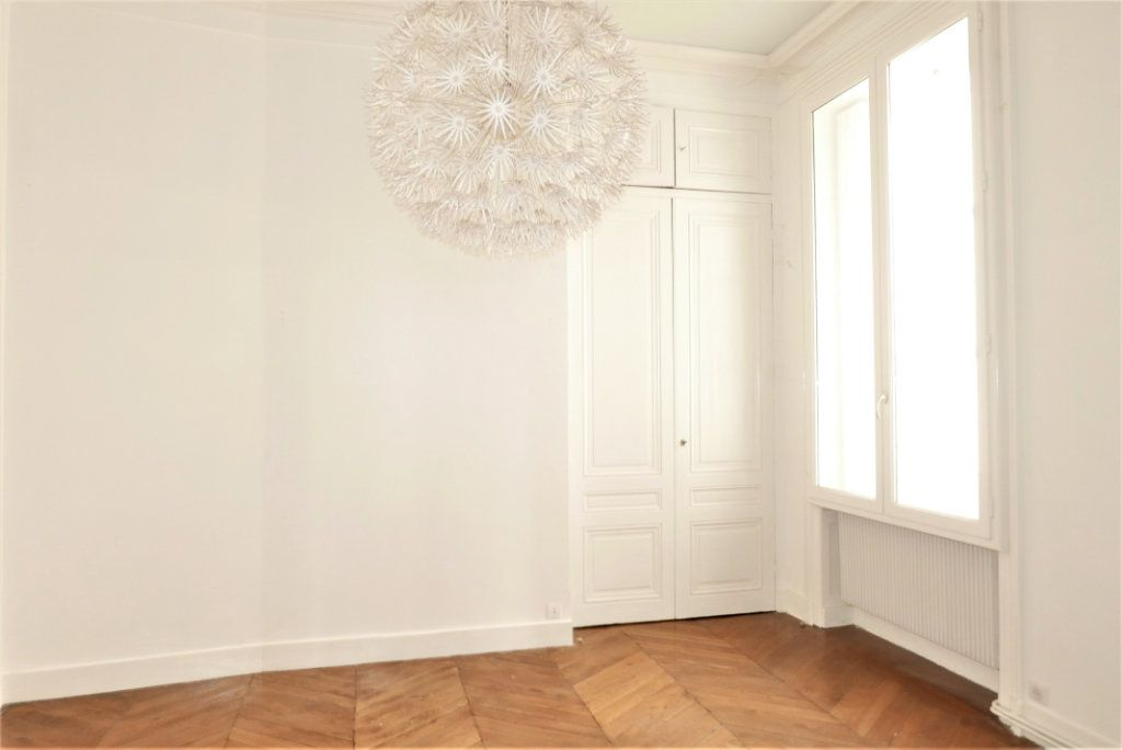 Appartement à louer 4 115m2 à Lyon 2 vignette-9
