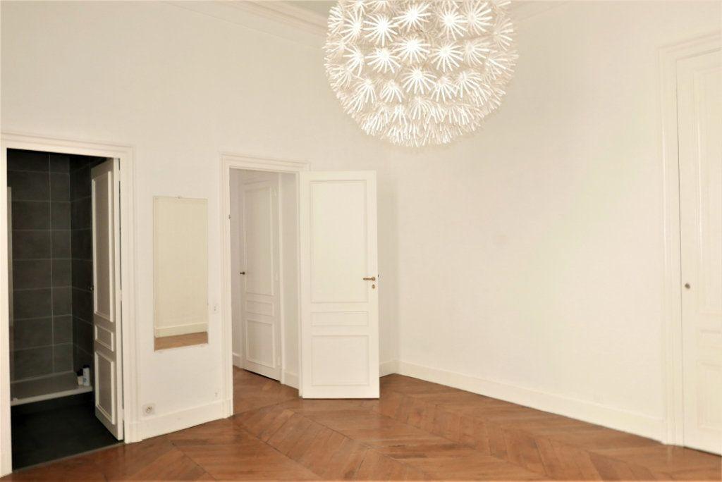 Appartement à louer 4 115m2 à Lyon 2 vignette-10