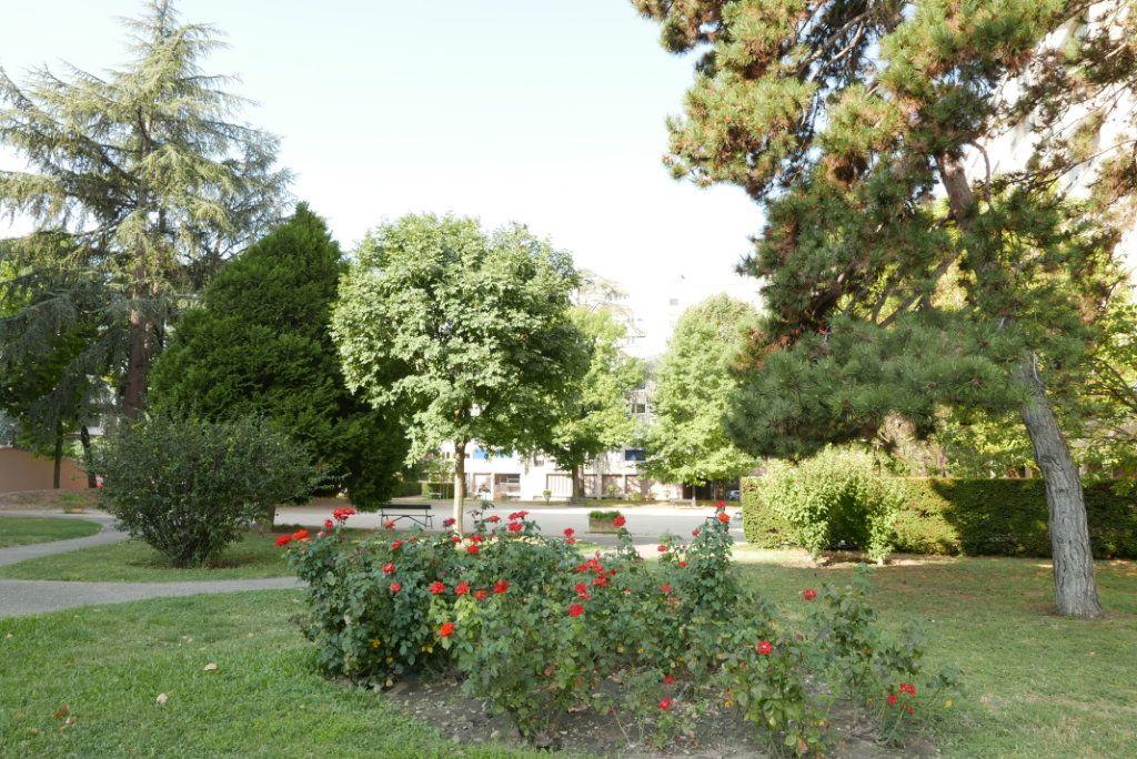 Appartement à vendre 3 54.89m2 à Villeurbanne vignette-2