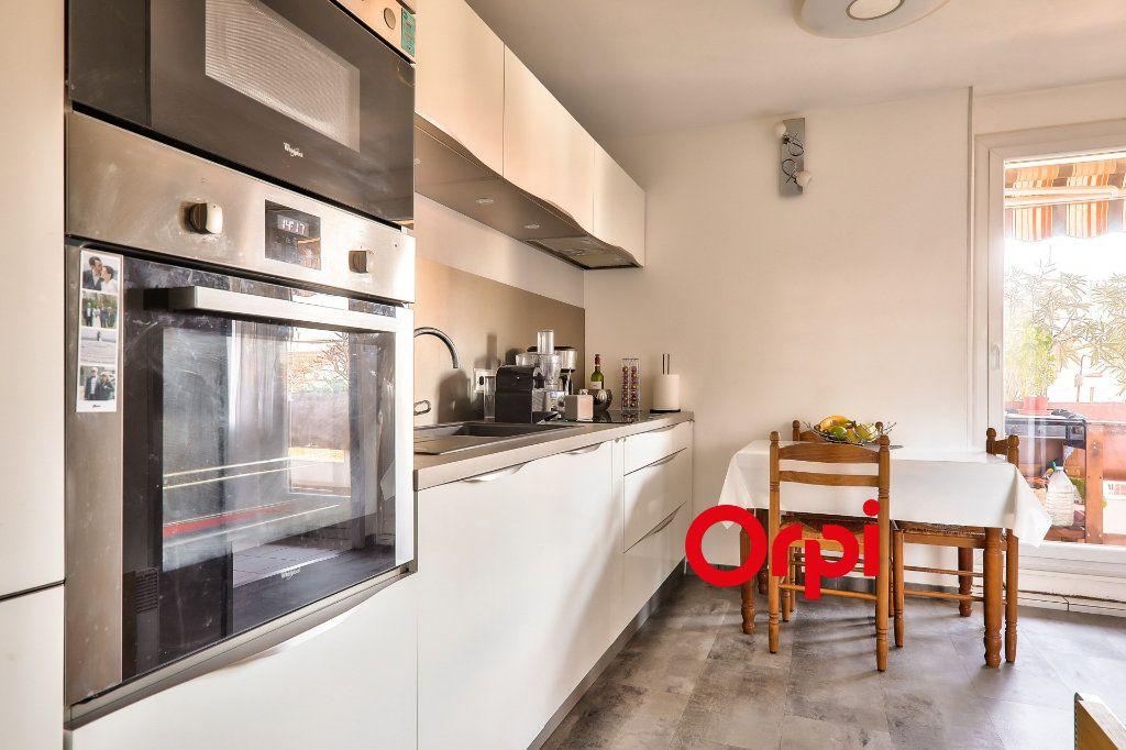 Appartement à vendre 4 91m2 à Villeurbanne vignette-2