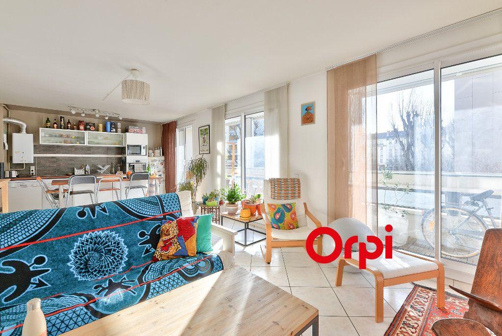 Appartement à vendre 3 70.56m2 à Villeurbanne vignette-2