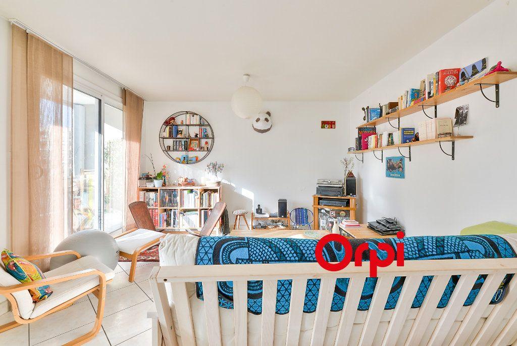 Appartement à vendre 3 70.56m2 à Villeurbanne vignette-3
