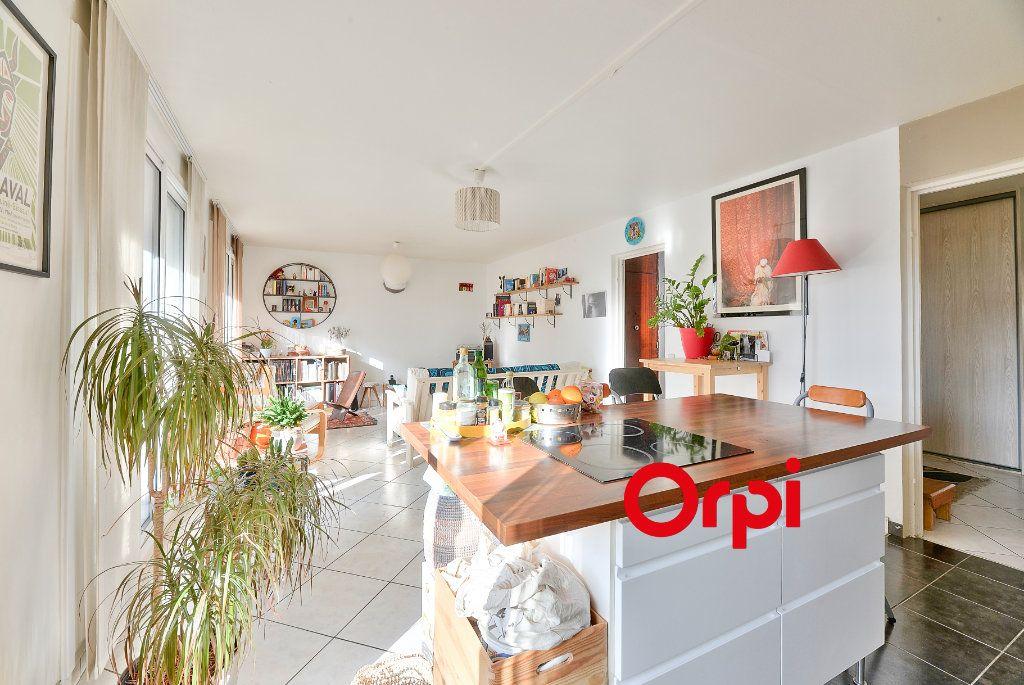 Appartement à vendre 3 70.56m2 à Villeurbanne vignette-4