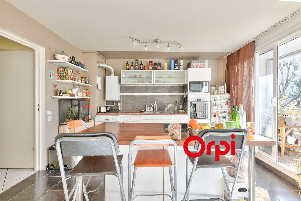 Appartement à vendre 3 70.56m2 à Villeurbanne vignette-5