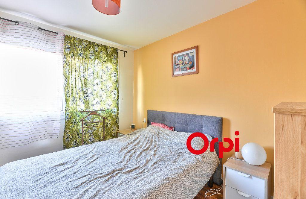 Appartement à vendre 3 70.56m2 à Villeurbanne vignette-6