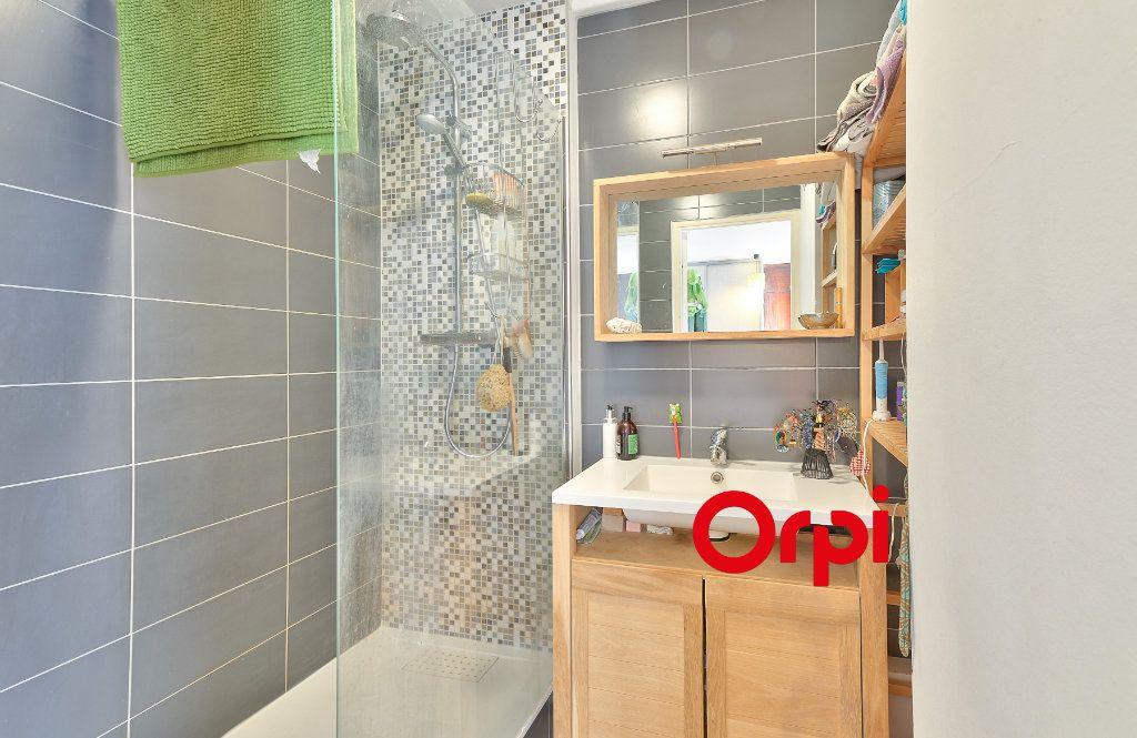 Appartement à vendre 3 70.56m2 à Villeurbanne vignette-8