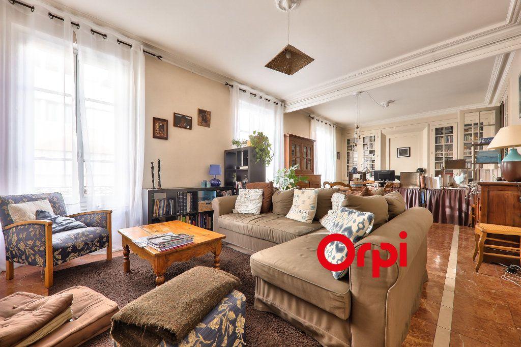 Appartement à vendre 4 118.99m2 à Villeurbanne vignette-3