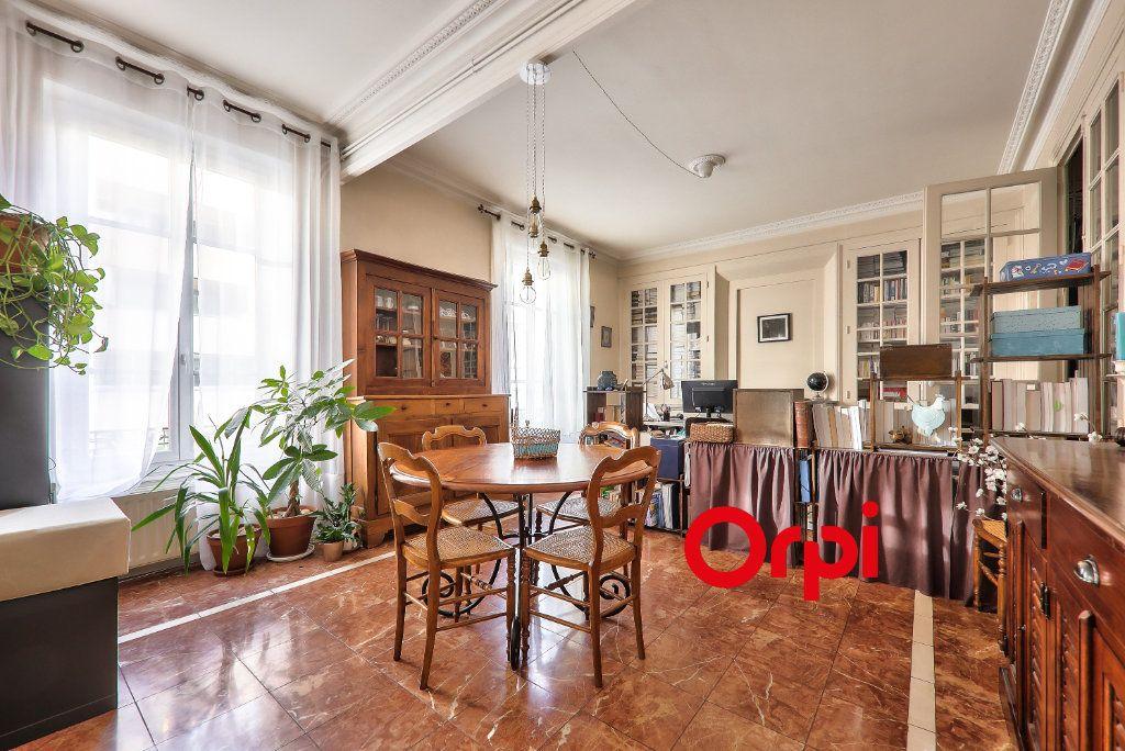 Appartement à vendre 4 118.99m2 à Villeurbanne vignette-4