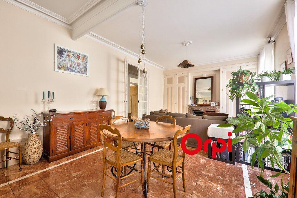 Appartement à vendre 4 118.99m2 à Villeurbanne vignette-5