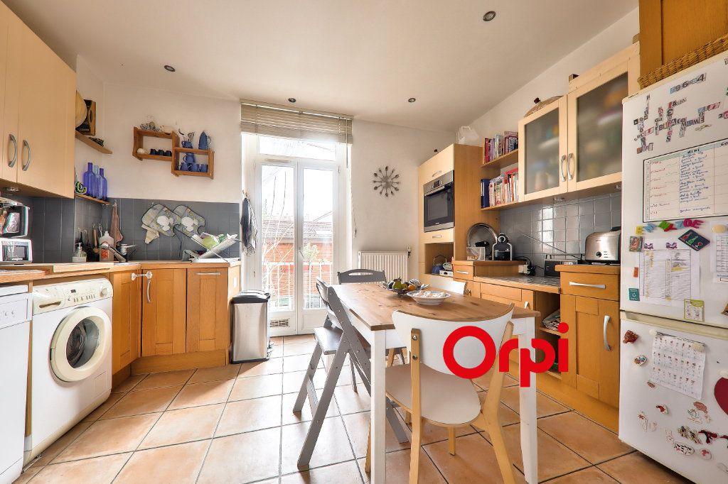 Appartement à vendre 4 118.99m2 à Villeurbanne vignette-6
