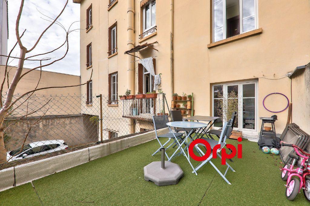 Appartement à vendre 4 118.99m2 à Villeurbanne vignette-8