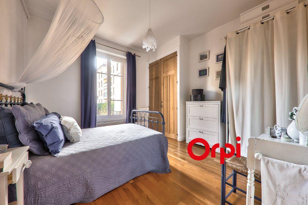 Appartement à vendre 4 118.99m2 à Villeurbanne vignette-9