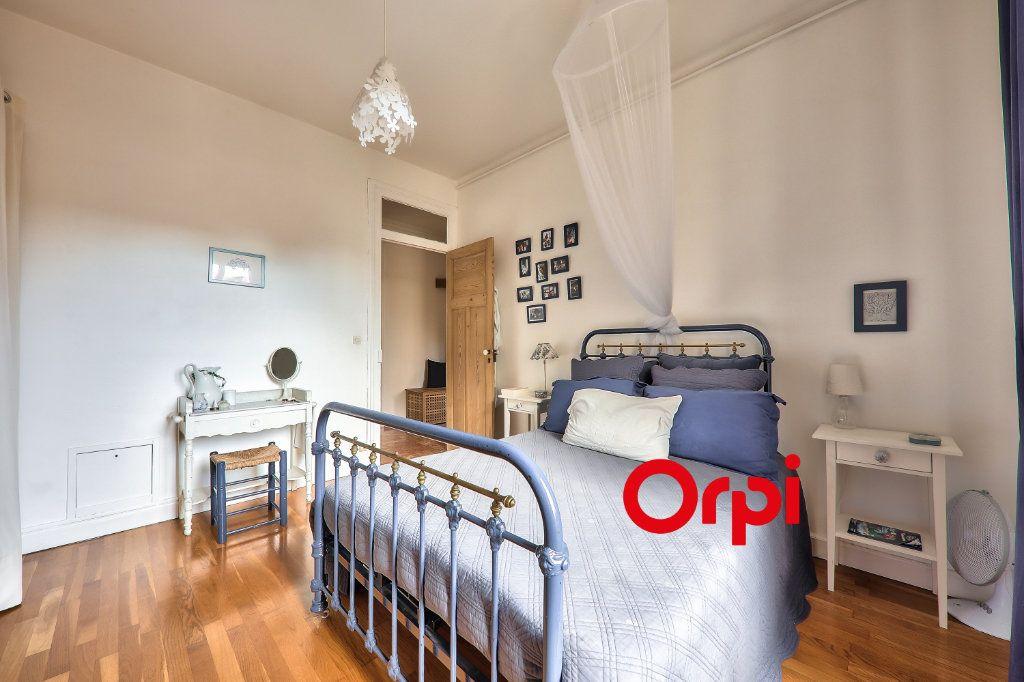 Appartement à vendre 4 118.99m2 à Villeurbanne vignette-10