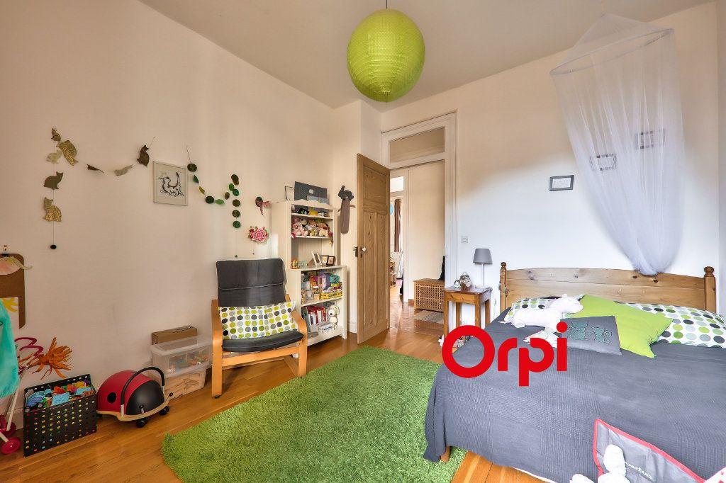 Appartement à vendre 4 118.99m2 à Villeurbanne vignette-12