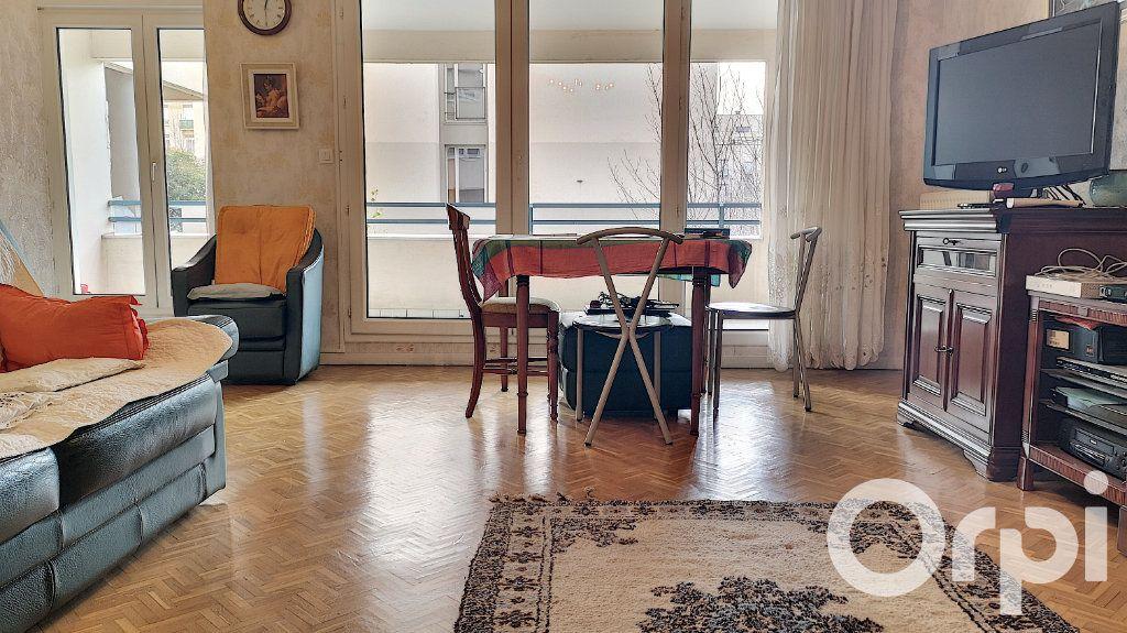 Appartement à vendre 3 75.22m2 à Villeurbanne vignette-4