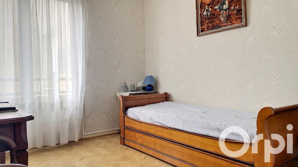 Appartement à vendre 3 75.22m2 à Villeurbanne vignette-8