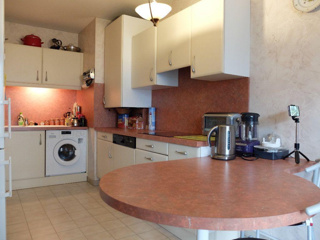 Appartement à vendre 3 75.22m2 à Villeurbanne vignette-13