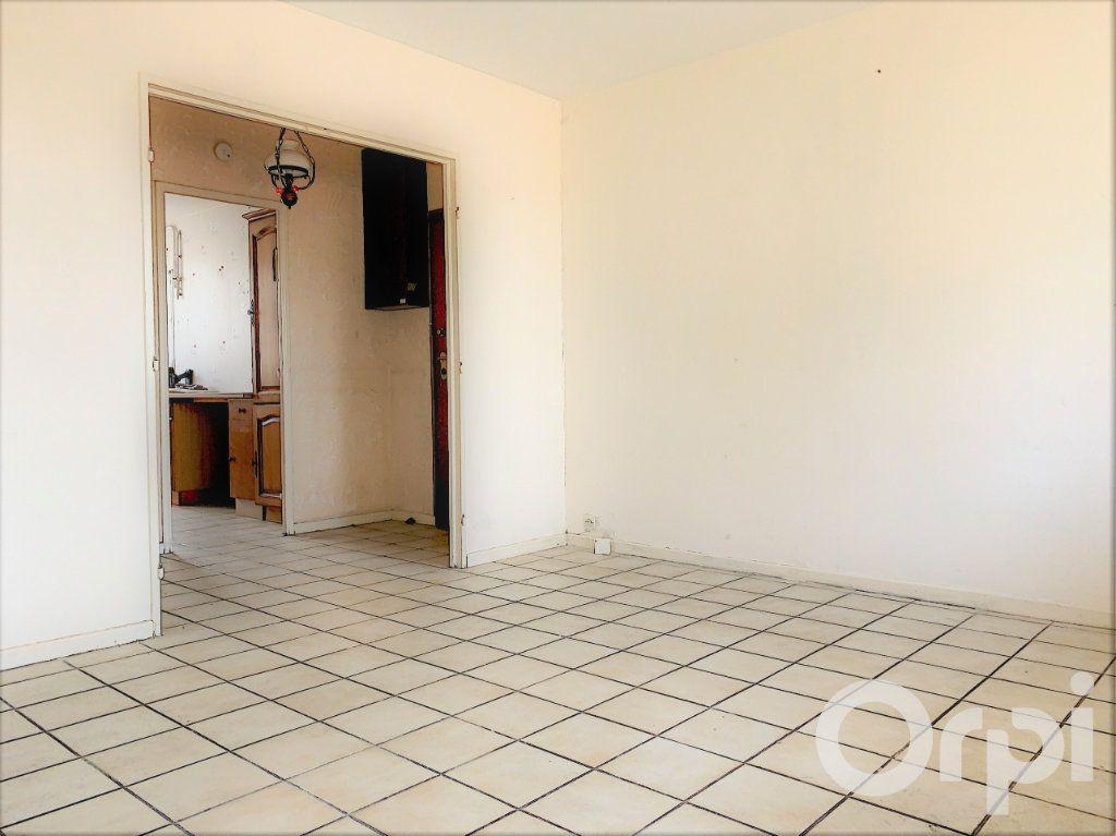 Appartement à vendre 3 60m2 à Villeurbanne vignette-3