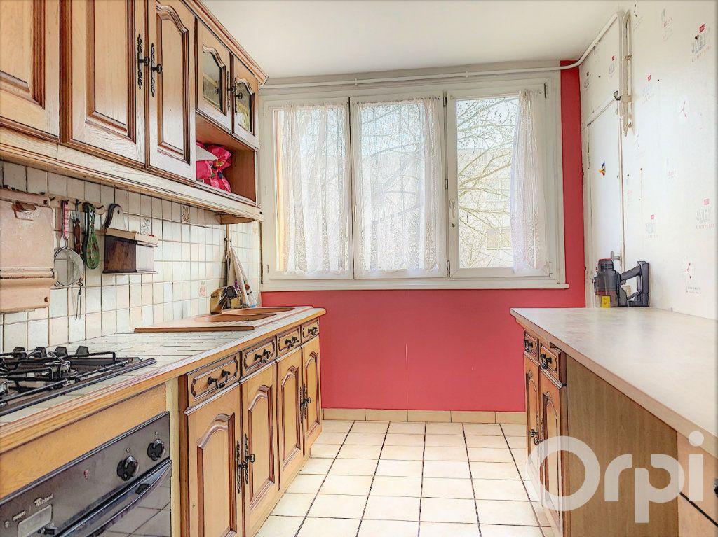 Appartement à vendre 3 60m2 à Villeurbanne vignette-4