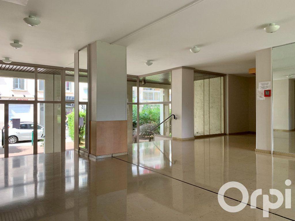 Appartement à vendre 4 96.79m2 à Villeurbanne vignette-9