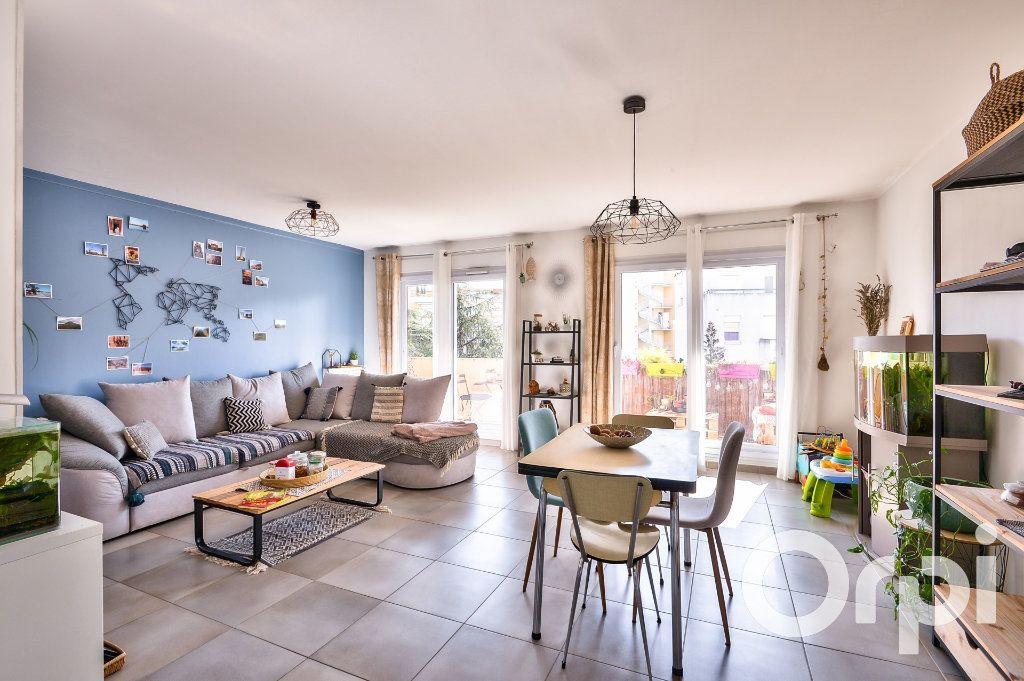 Appartement à vendre 4 90.02m2 à Villeurbanne vignette-2