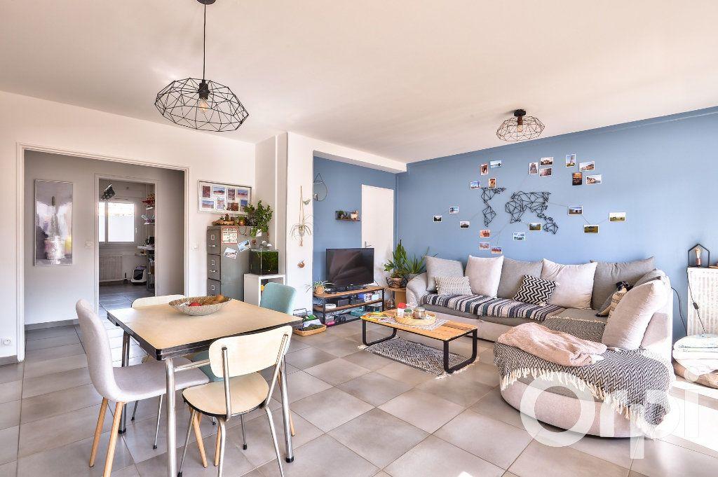 Appartement à vendre 4 90.02m2 à Villeurbanne vignette-3
