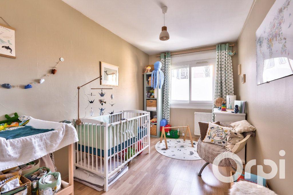 Appartement à vendre 4 90.02m2 à Villeurbanne vignette-8
