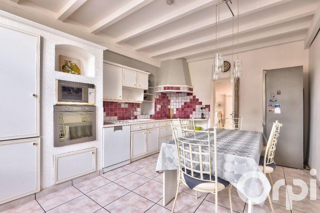 Appartement à vendre 5 157.88m2 à Villeurbanne vignette-2