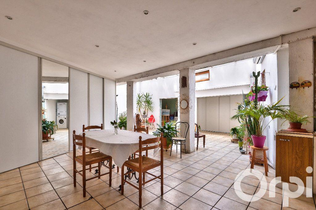 Appartement à vendre 5 157.88m2 à Villeurbanne vignette-3