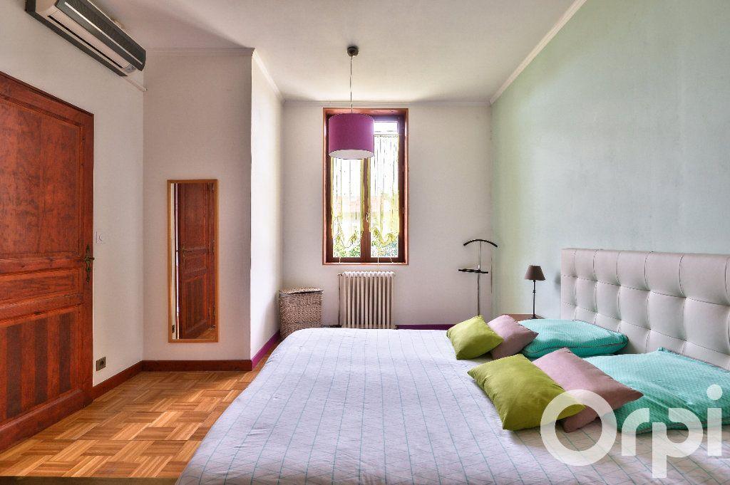 Appartement à vendre 5 157.88m2 à Villeurbanne vignette-4