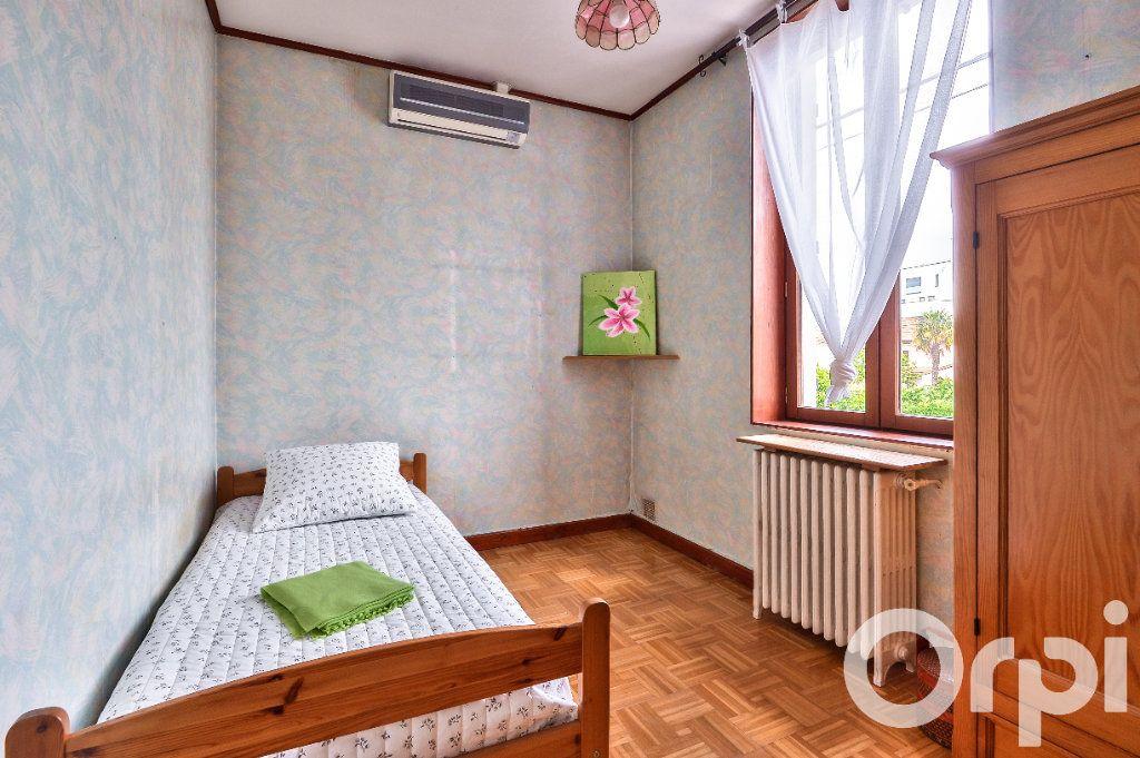 Appartement à vendre 5 157.88m2 à Villeurbanne vignette-6