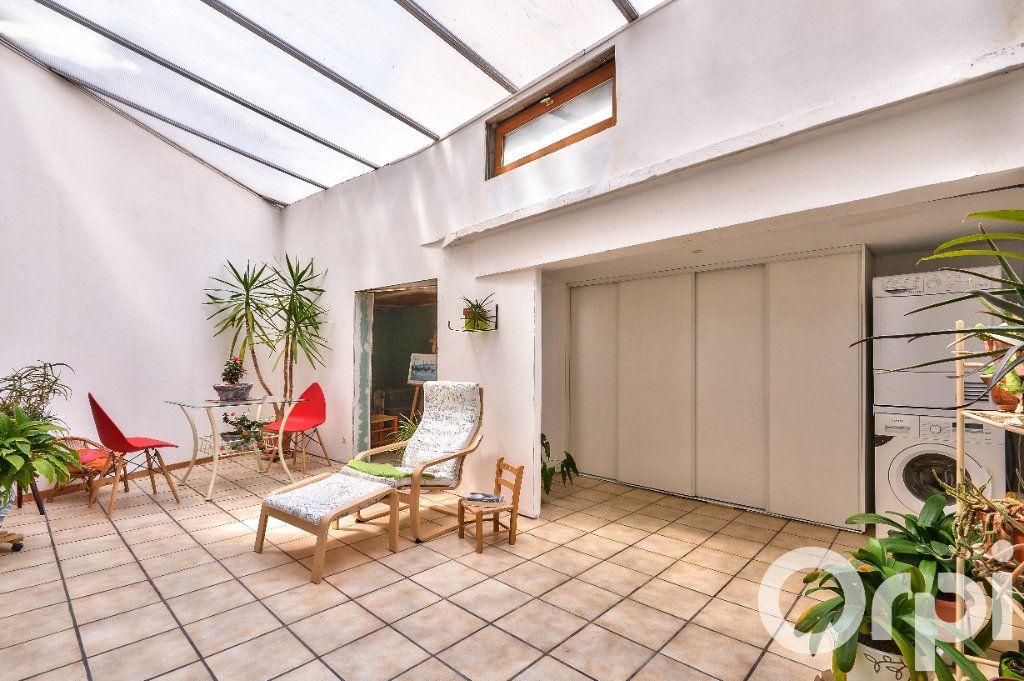 Appartement à vendre 5 157.88m2 à Villeurbanne vignette-8