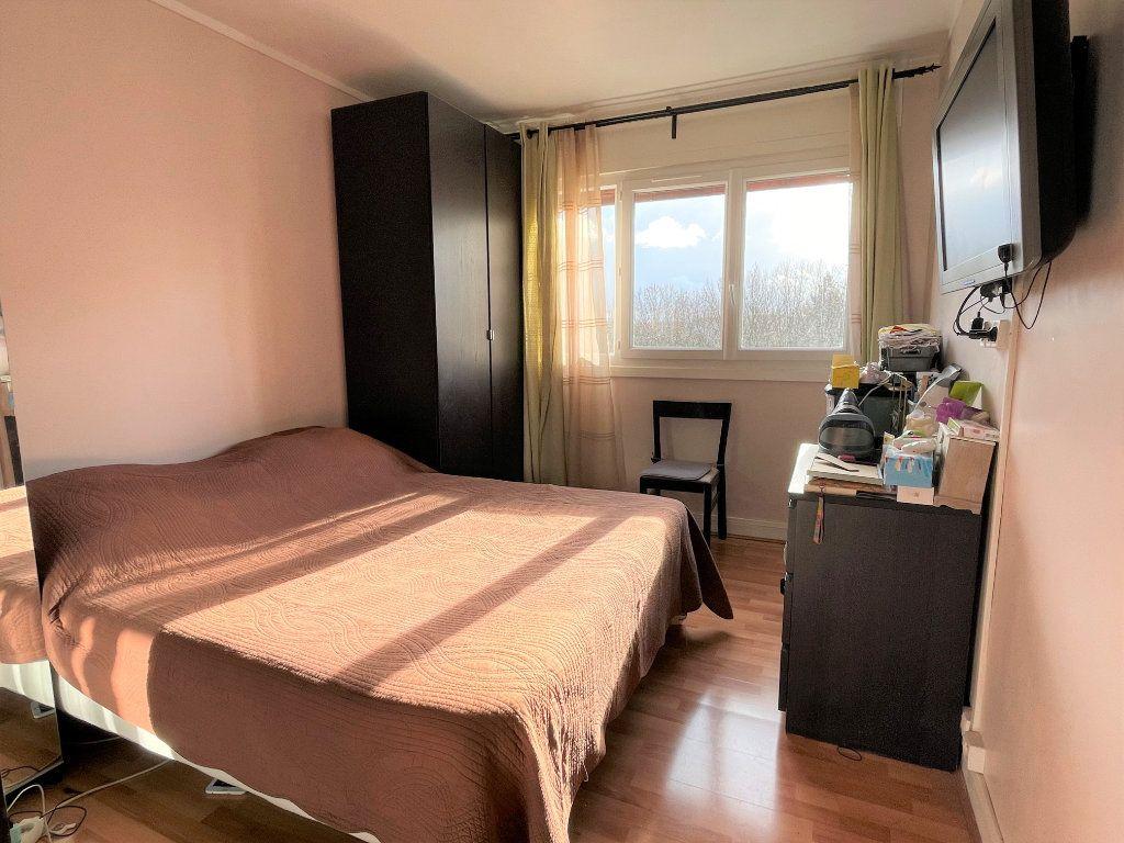 Appartement à vendre 3 67.38m2 à Saint-Denis vignette-1