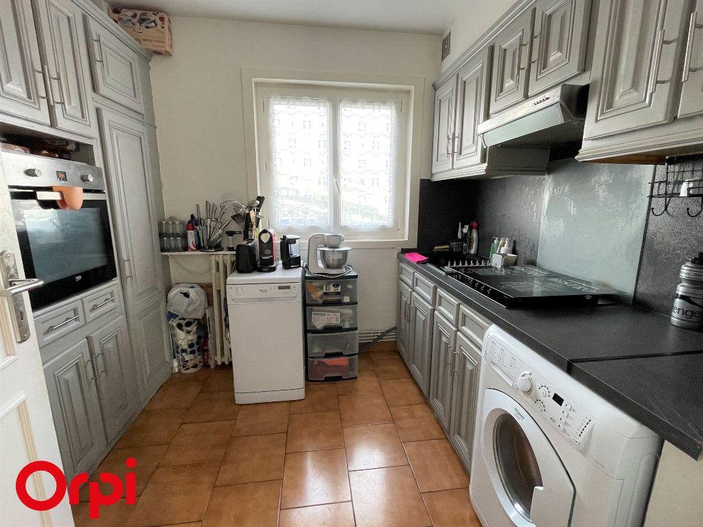 Appartement à vendre 3 67.38m2 à Saint-Denis vignette-4