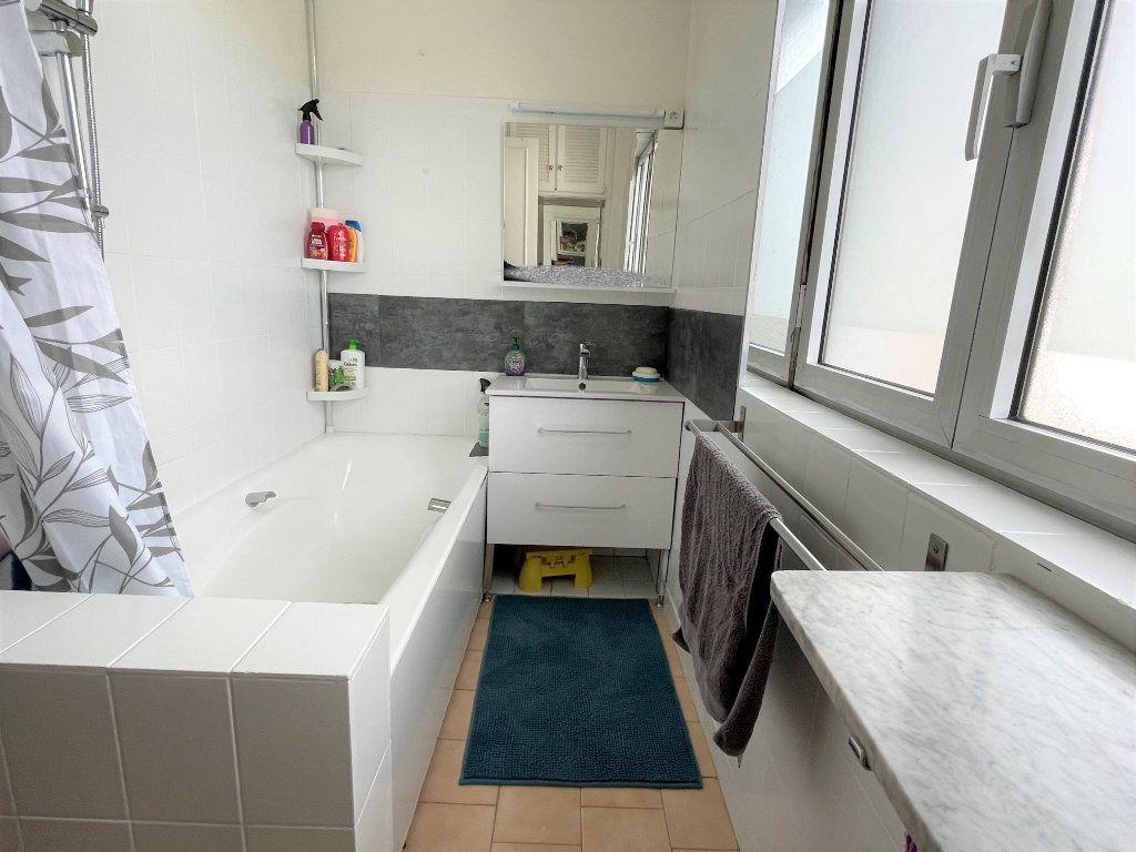 Appartement à vendre 3 67.38m2 à Saint-Denis vignette-6