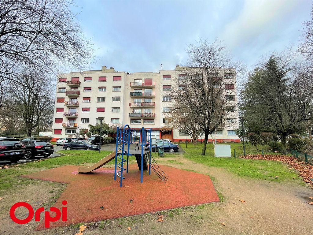 Appartement à vendre 3 67.38m2 à Saint-Denis vignette-8
