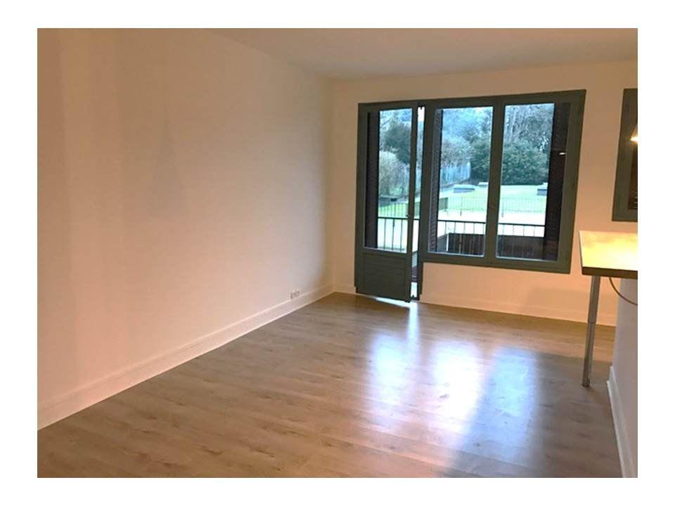 Appartement à louer 1 32.78m2 à Garches vignette-4