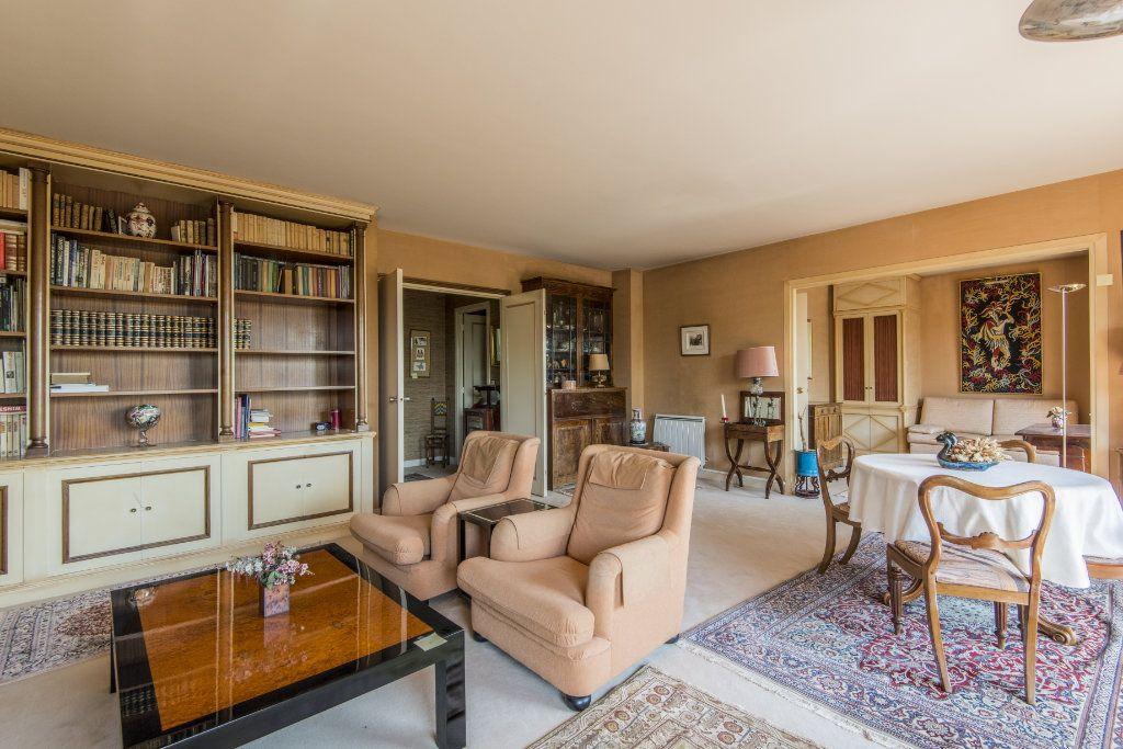 Appartement à vendre 4 93m2 à Garches vignette-8