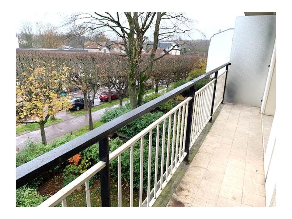 Appartement à louer 4 80m2 à Saint-Cloud vignette-1