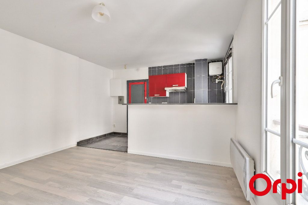 Appartement à vendre 2 37m2 à Paris 18 vignette-2