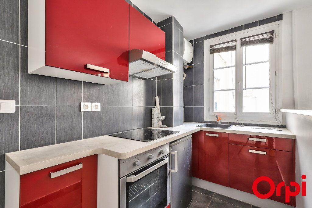 Appartement à vendre 2 37m2 à Paris 18 vignette-3