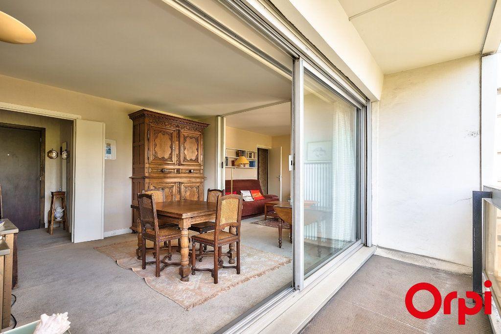 Appartement à vendre 3 64.42m2 à Paris 15 vignette-3