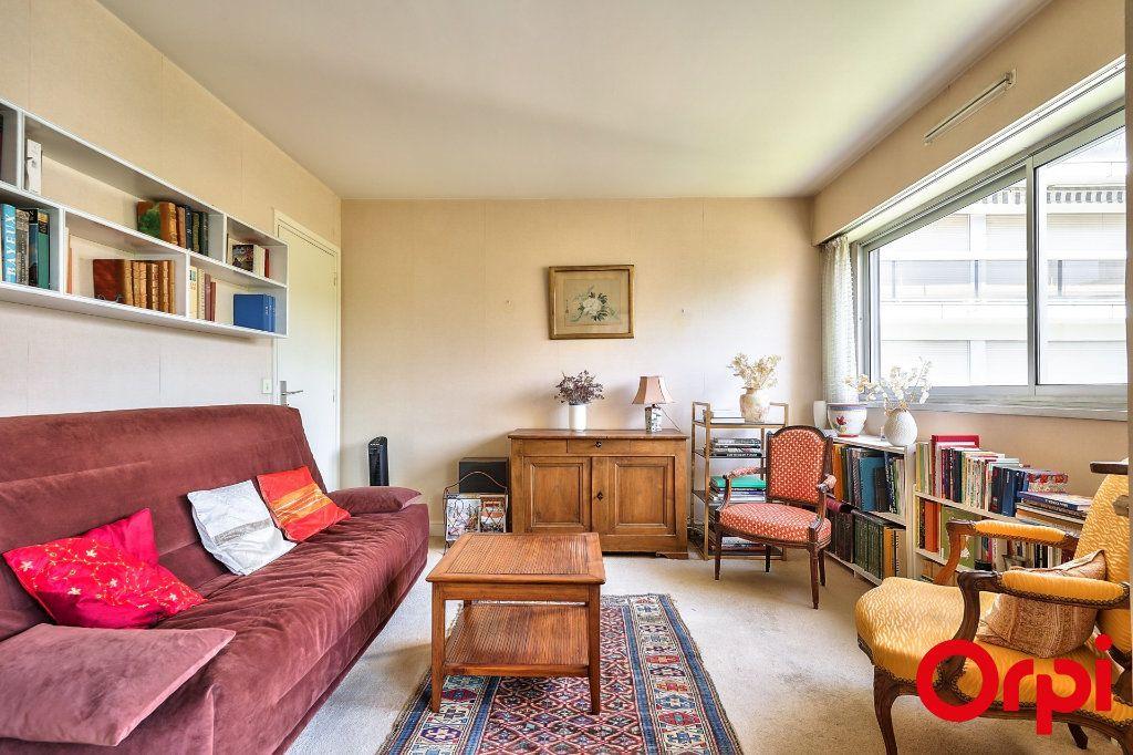 Appartement à vendre 3 64.42m2 à Paris 15 vignette-9