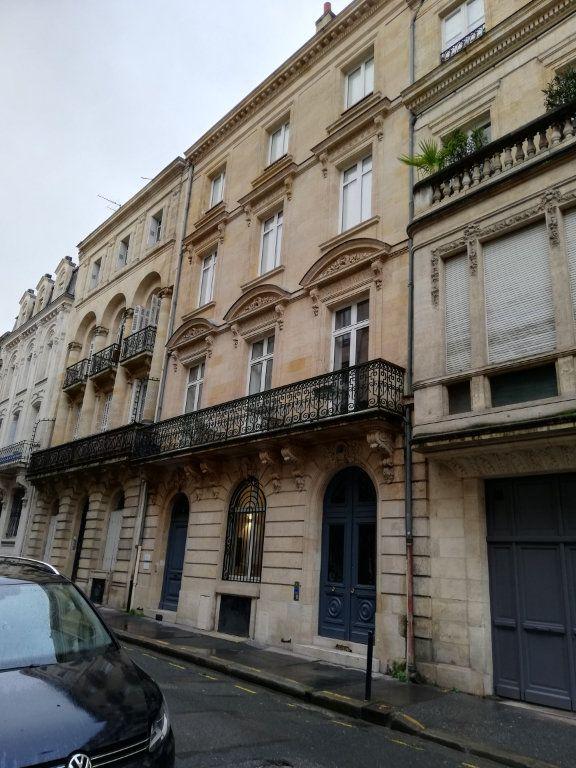Appartement à louer 4 86m2 à Bordeaux vignette-1