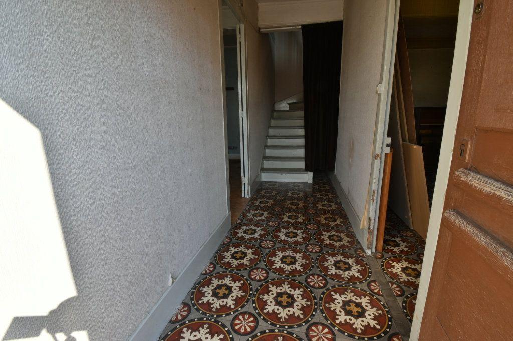 Maison à vendre 4 109m2 à Saint-Maurice-de-Beynost vignette-9