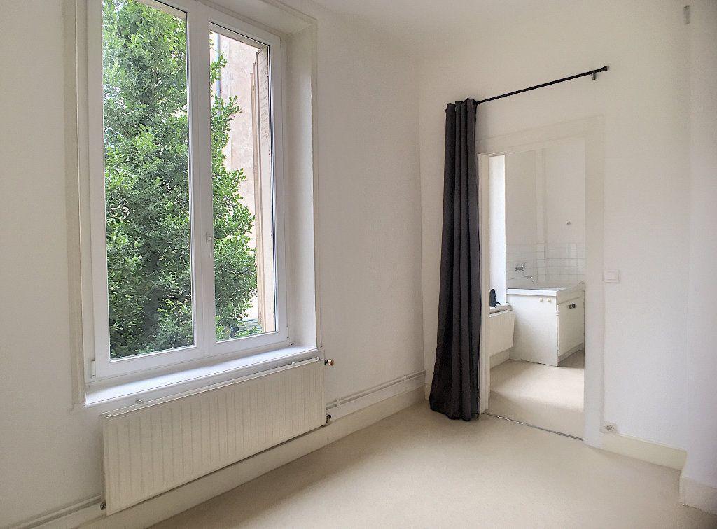 Appartement à louer 1 35m2 à Nancy vignette-2