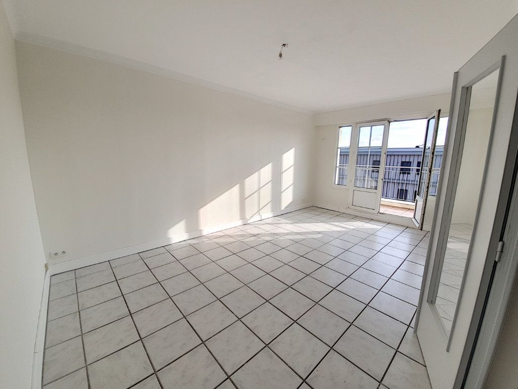 Appartement à louer 3 75.43m2 à Nancy vignette-2