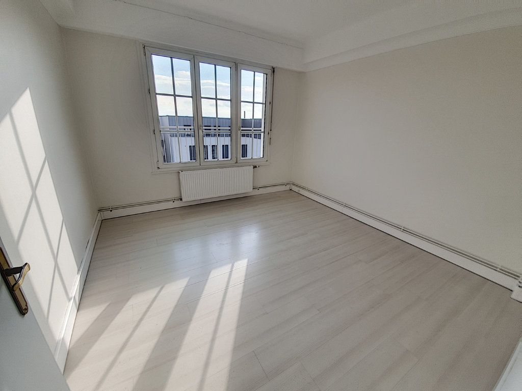 Appartement à louer 3 75.43m2 à Nancy vignette-3