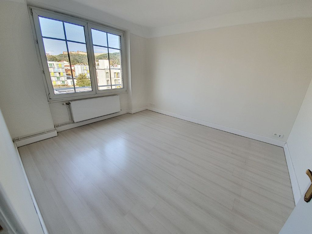 Appartement à louer 3 75.43m2 à Nancy vignette-4