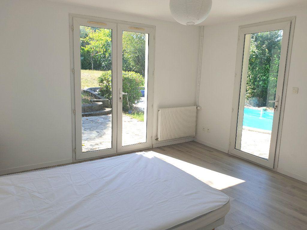 Maison à louer 8 200m2 à Mérignac vignette-5